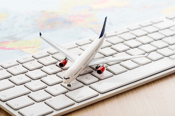 Skipping around online booking sites to get the best flight prices not only take a lot of time and effort but definately not the smartest way to book.